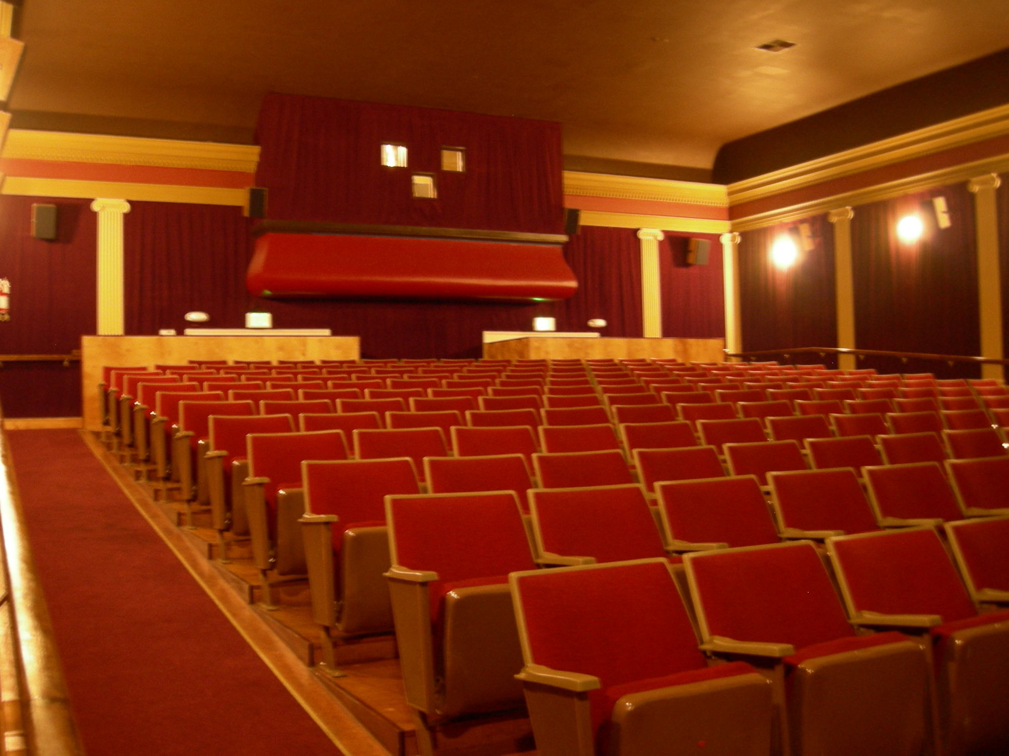 Columbia_City_Cinema_main_hall