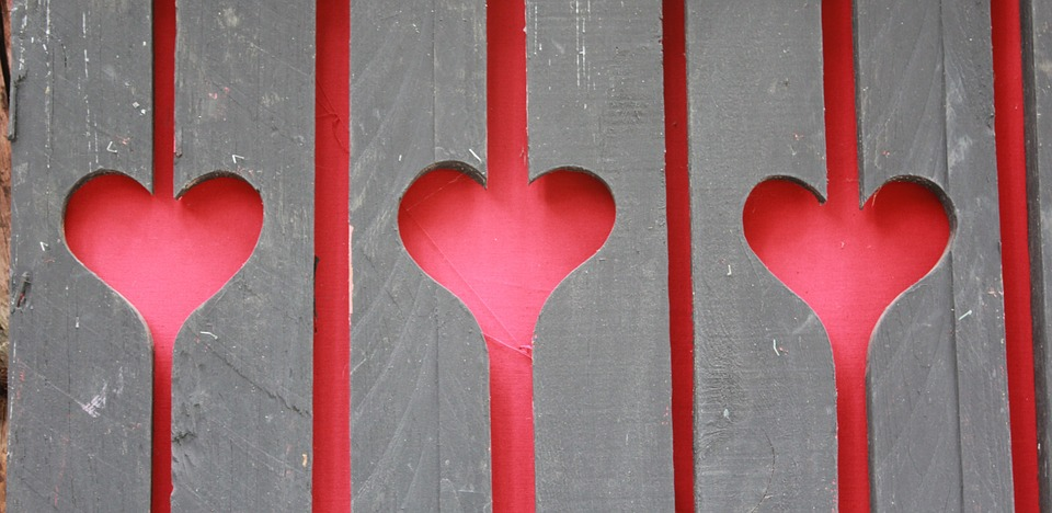 hearts-in-the-fence-1010566_960_720