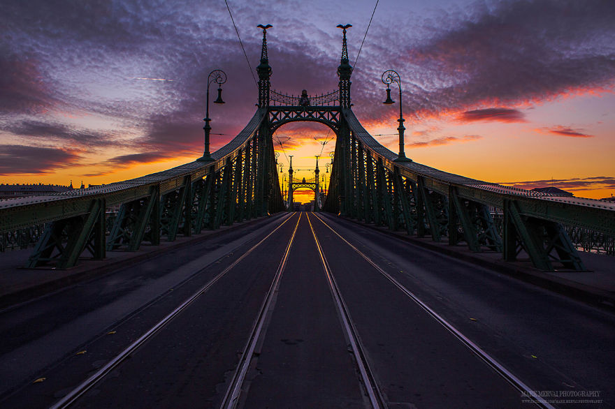 I-Hunt-Lights-For-5-Years-To-Capture-Amazing-Moments-Of-The-City-16__880