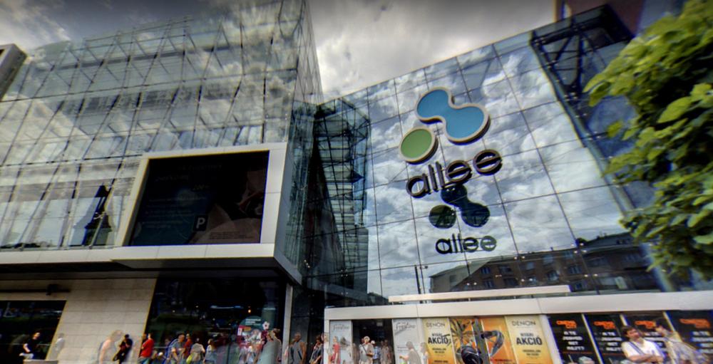 166e6b03bf70 Leugrott egy ember az Allee bevásárlóközpont emeletéről-