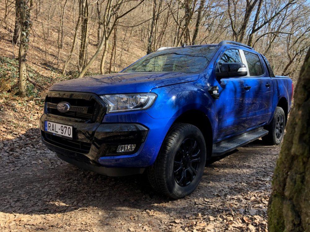 5321a63057 A méretes testet formás külső takarja, a Volkswagen Amarok mellett a Ranger  is jó példa arra, hogy a pick-upok igenis lehetnek divatos autók.