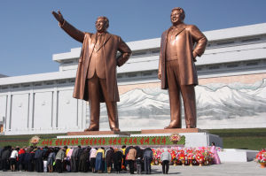 The_statues_of_Kim_Il_Sung_and_Kim_Jong_Il_on_Mansu_Hill_in_Pyongyang_april_2012-e1465415770274.jpg