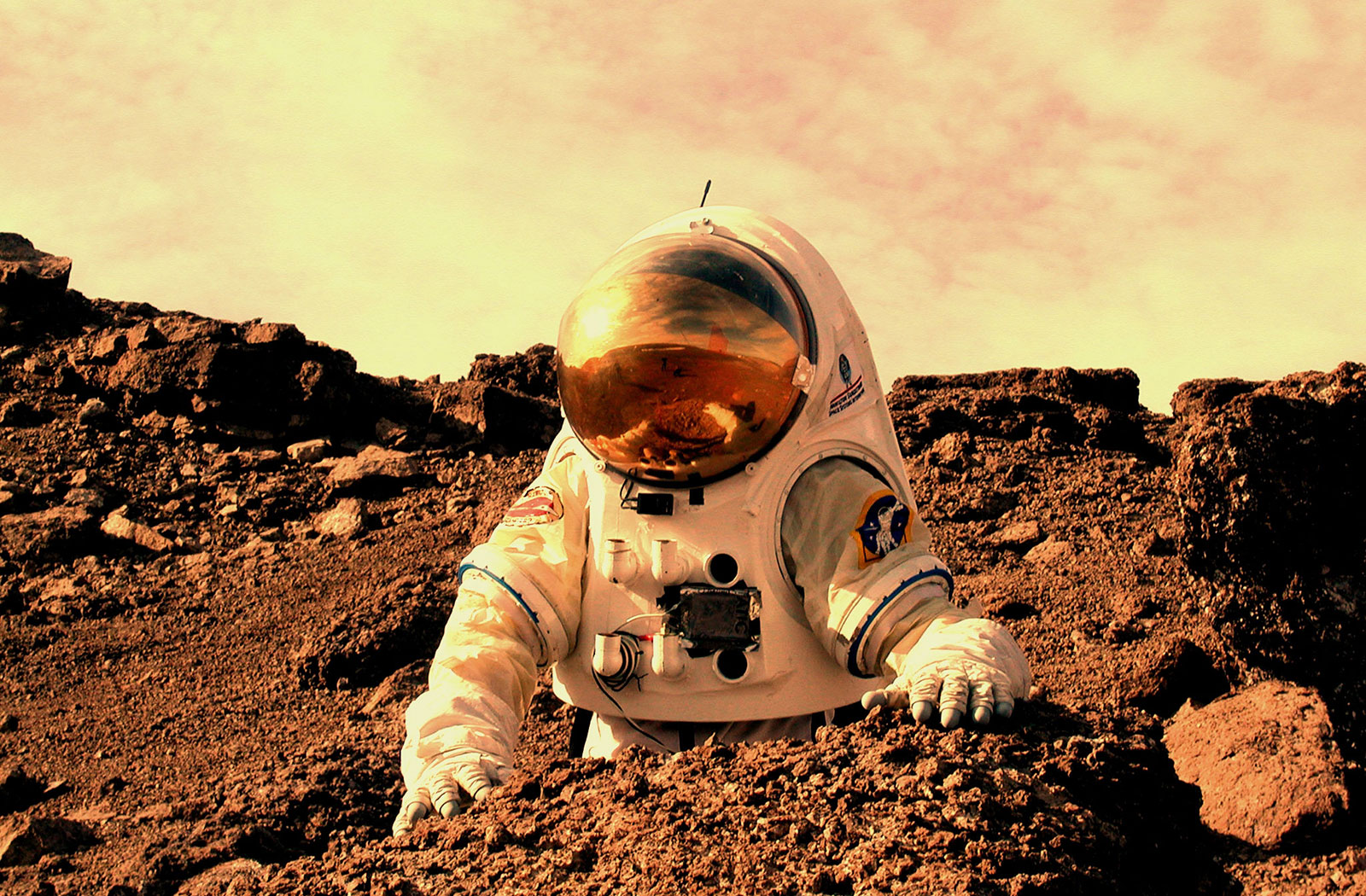 Astronaut_working_on_Mars.jpg