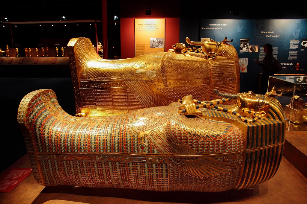 king-tut-golden-mummy-cases-03-1.jpg
