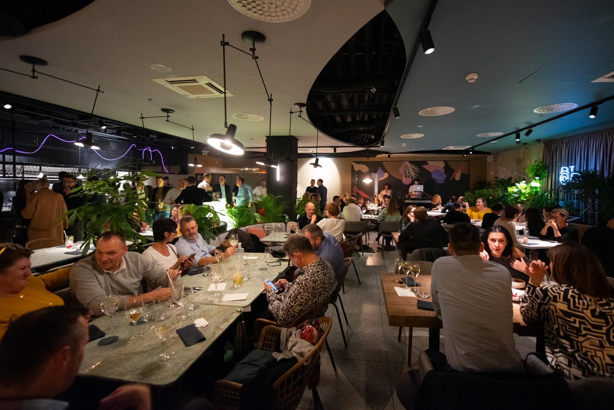 randi a sötét étteremben társkereső delilah letöltés