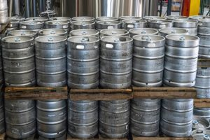 pile-of-cylinder-silver-keg-tank-lot-1267328-1000x667.jpg