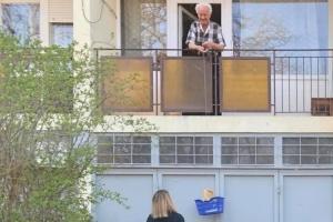 Az Önkormányzat ellátja az otthon maradó idős rászorulókat