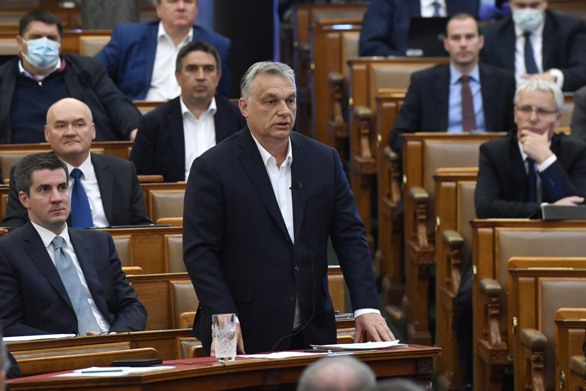 orban-parlament-scaled.jpg