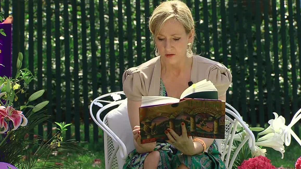 J._K._Rowling_at_the_White_House_2010-04-05_9-1.jpg