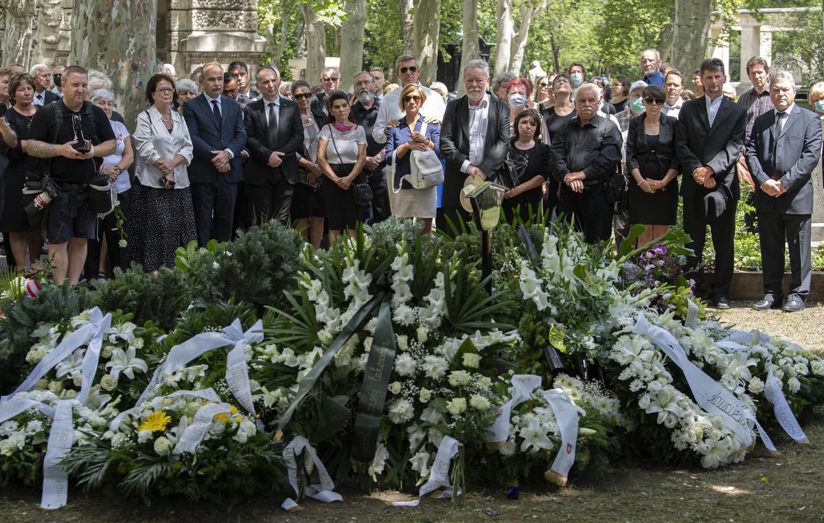 """""""Sohasem látta a rosszat, még az ellenfeleiben sem"""" – Több százan búcsúztatták Bálint Györgyöt a temetésén"""