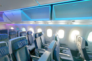 800px-ANA_Boeing_787-8_Dreamliner_cabin_LED_windows.jpg