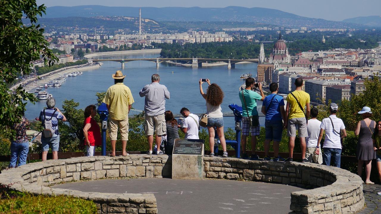 budapest-turistak-pixabay.jpg