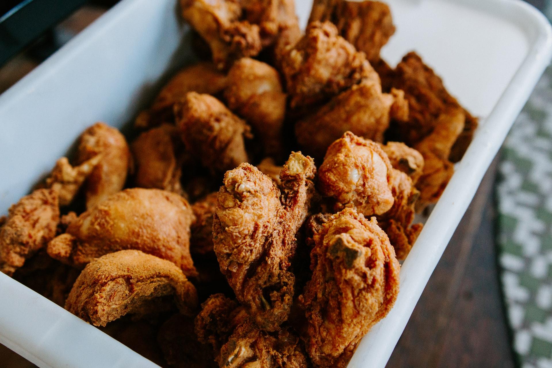 Íme a tökéletes rántott csirke receptje: a megszokott hozzávalókon kívül kell hozzá egy kis fizika is