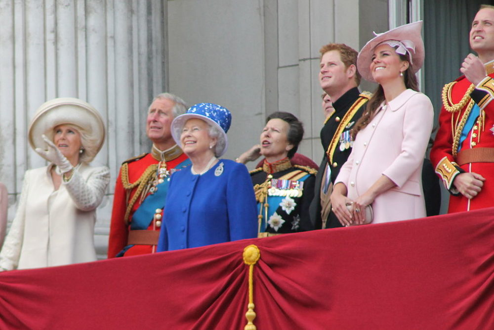 1024px-The_Royal_Family_June_2013-1000x667.jpg