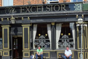 1024px-Pub_Scene_-_The_Excelsior_Pub_-_Liverpool_-_England_28074883802.jpg