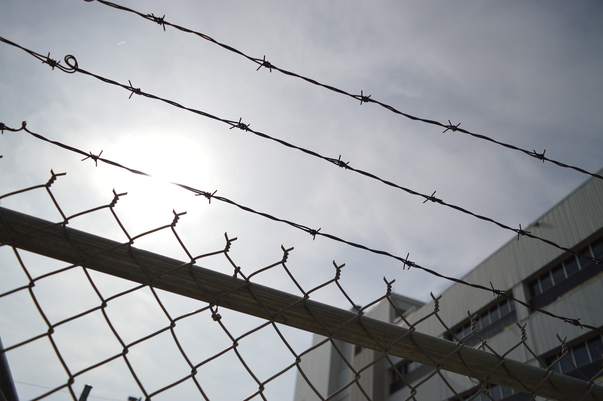 barbed-wire-960248_1920.jpg
