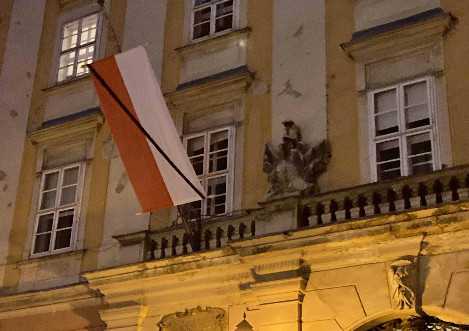 Kitűzték Bécs zászlaját a budapesti városházára a terrortámadás miatt