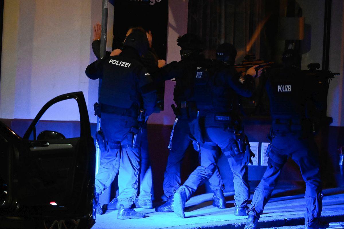 Terrortámadás érte Bécset, hat helyszínen támadtak a merénylők