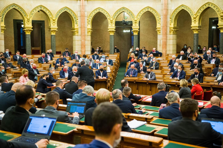 Közös miniszterelnök-jelöltet állít 2022-ben a DK, a Jobbik, az LMP, a Momentum, az MSZP és a Párbeszéd