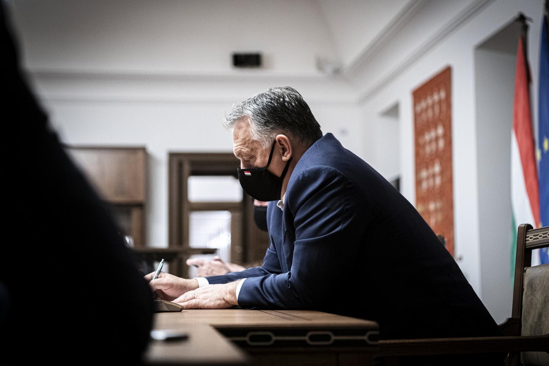 Orbán: December 10-én 30-32 ezer koronavírusos lesz kórházban, itt a teljesítőképességünk határa
