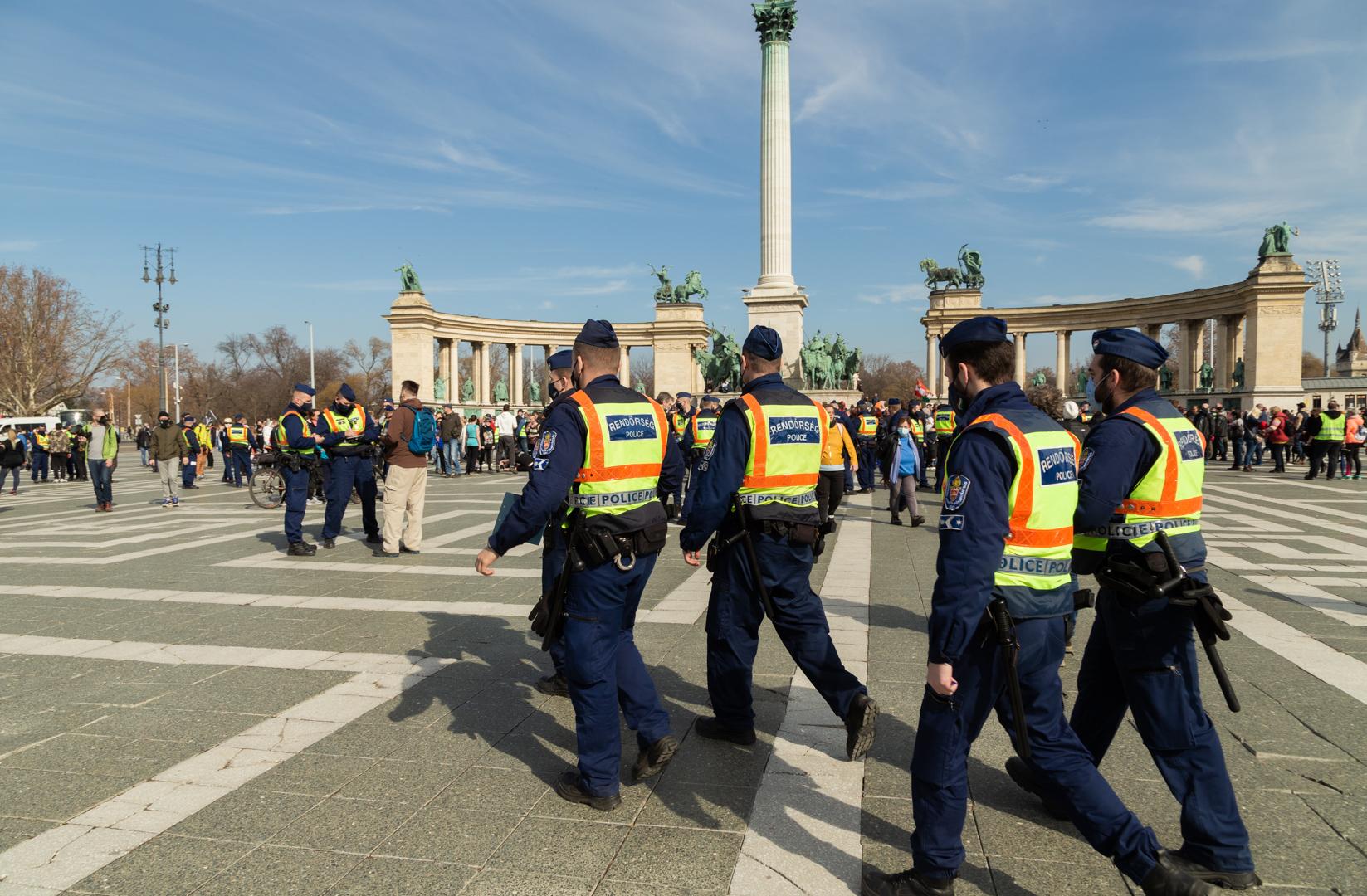 142 embert jelentettek fel a rendőrök Gődény György vasárnapi tüntetése után