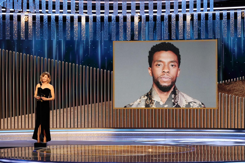 Golden Globe: A nomádok földje lett a legjobb dráma, az elhunyt Chadwick Bosemant is díjazták