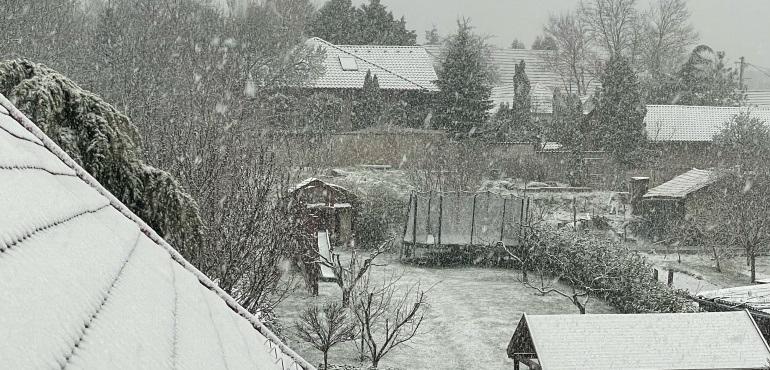 Hatalmas pelyhekben hullt a hó reggel, kifehéredett Budapest és so…