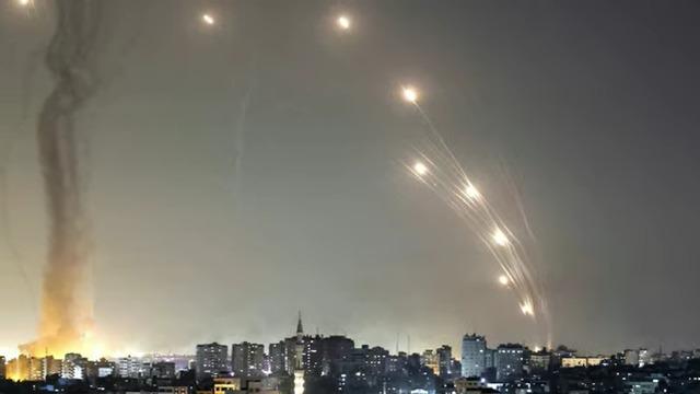 A világon elsőként vetett be Izrael mesterséges intelligencia vezette drónrajt éles harcban   szmo.hu