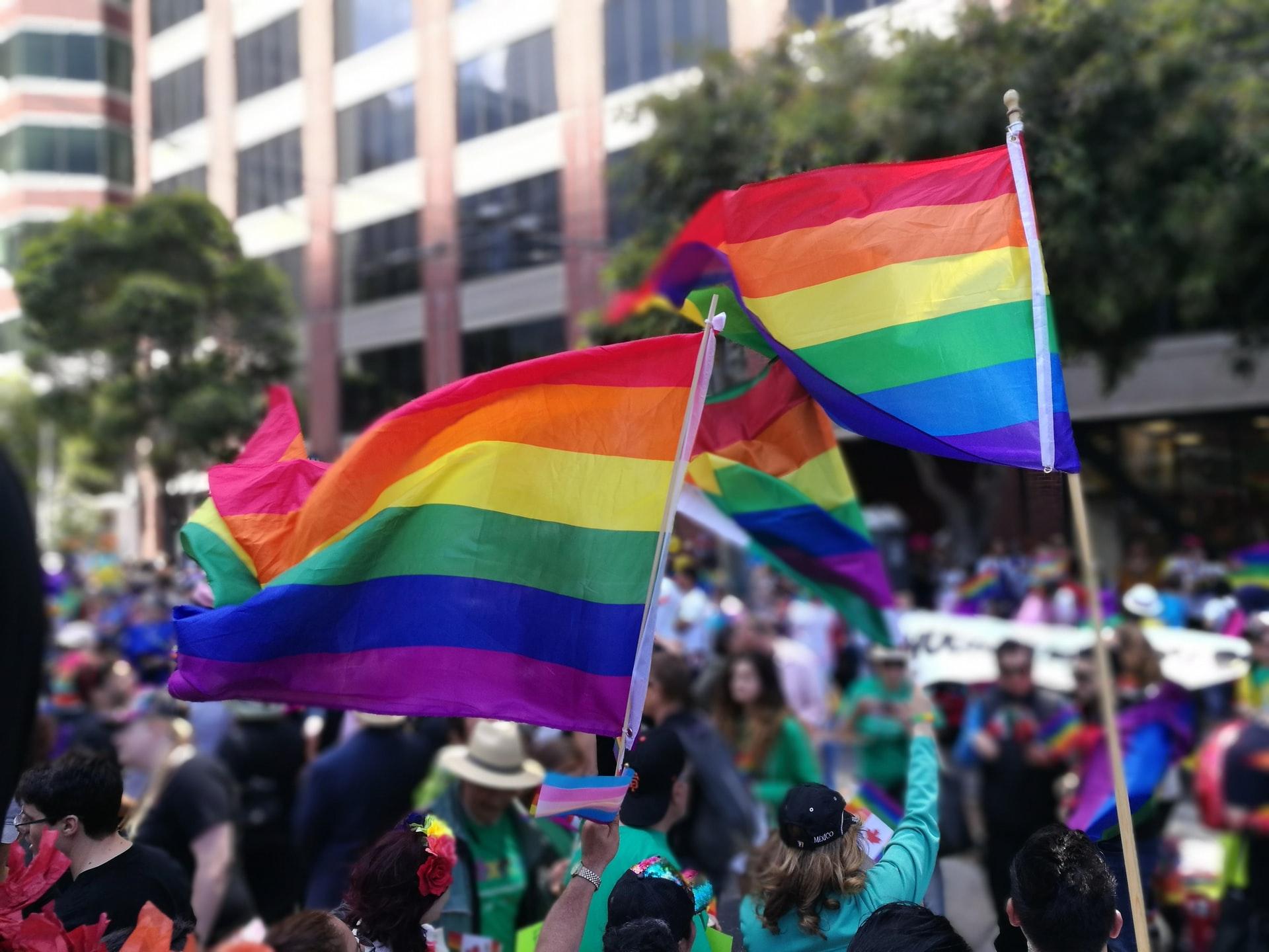 30 nagykövetség és 12 külföldi kulturális intézet állt ki a szombati Pride felvonulás mellett   szmo.hu