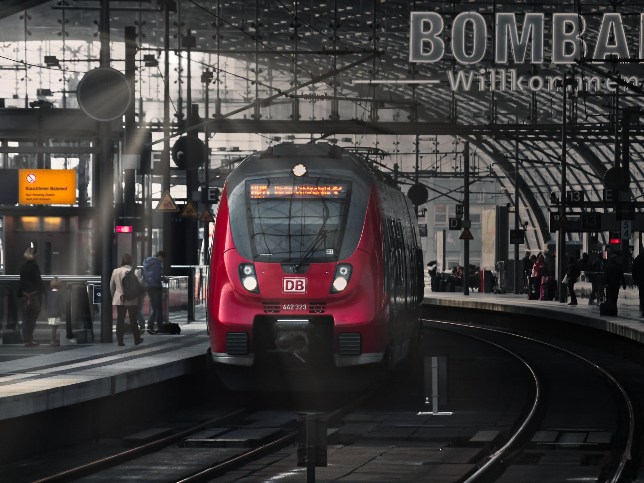 A mozdonyvezetők sztrájkja miatt szinte teljesen leállt a vasúti közlekedés Németországban | szmo.hu