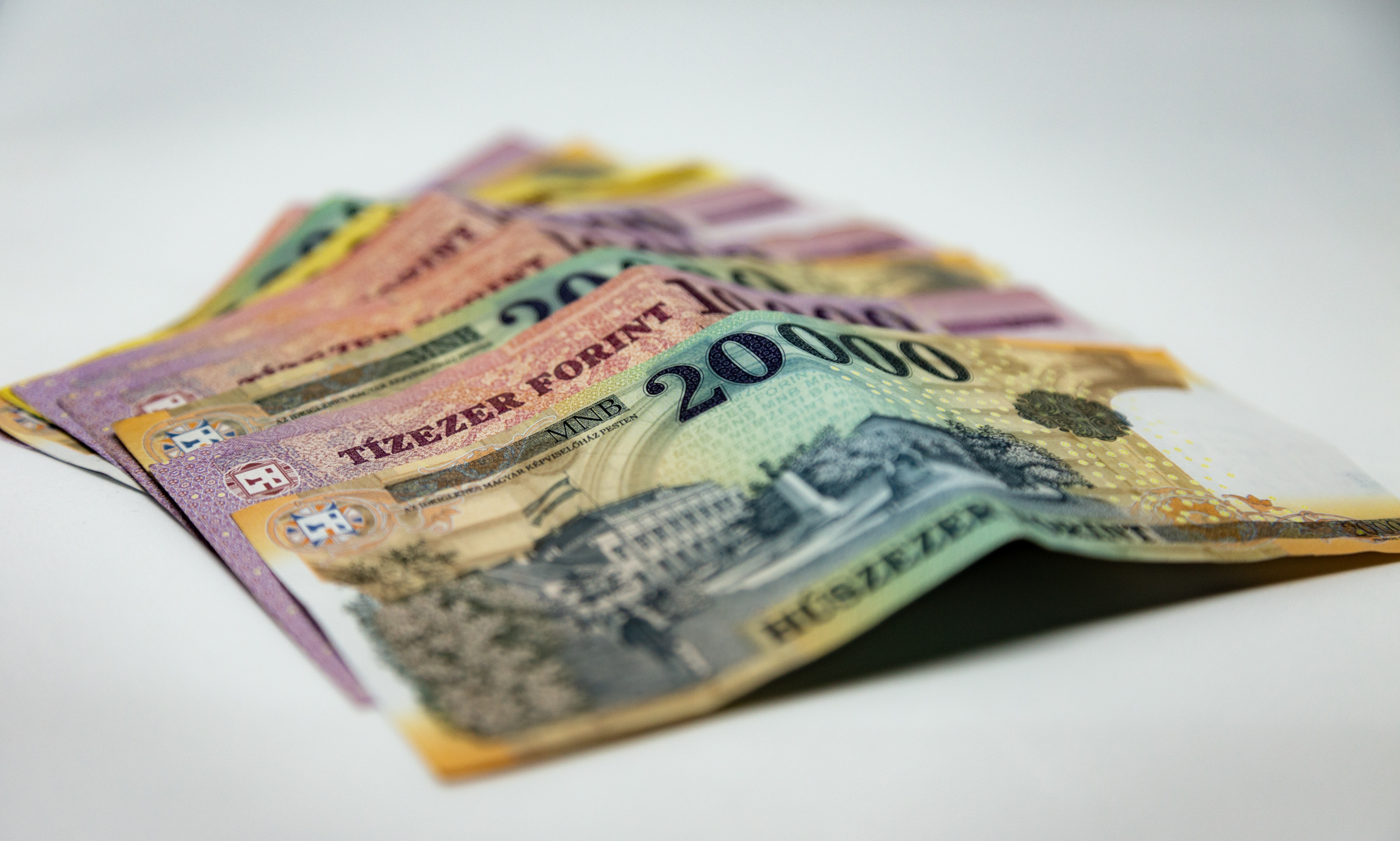 Akár 500 ezer forint is lehet az átlagfizetés jövőre a szakértő szerint