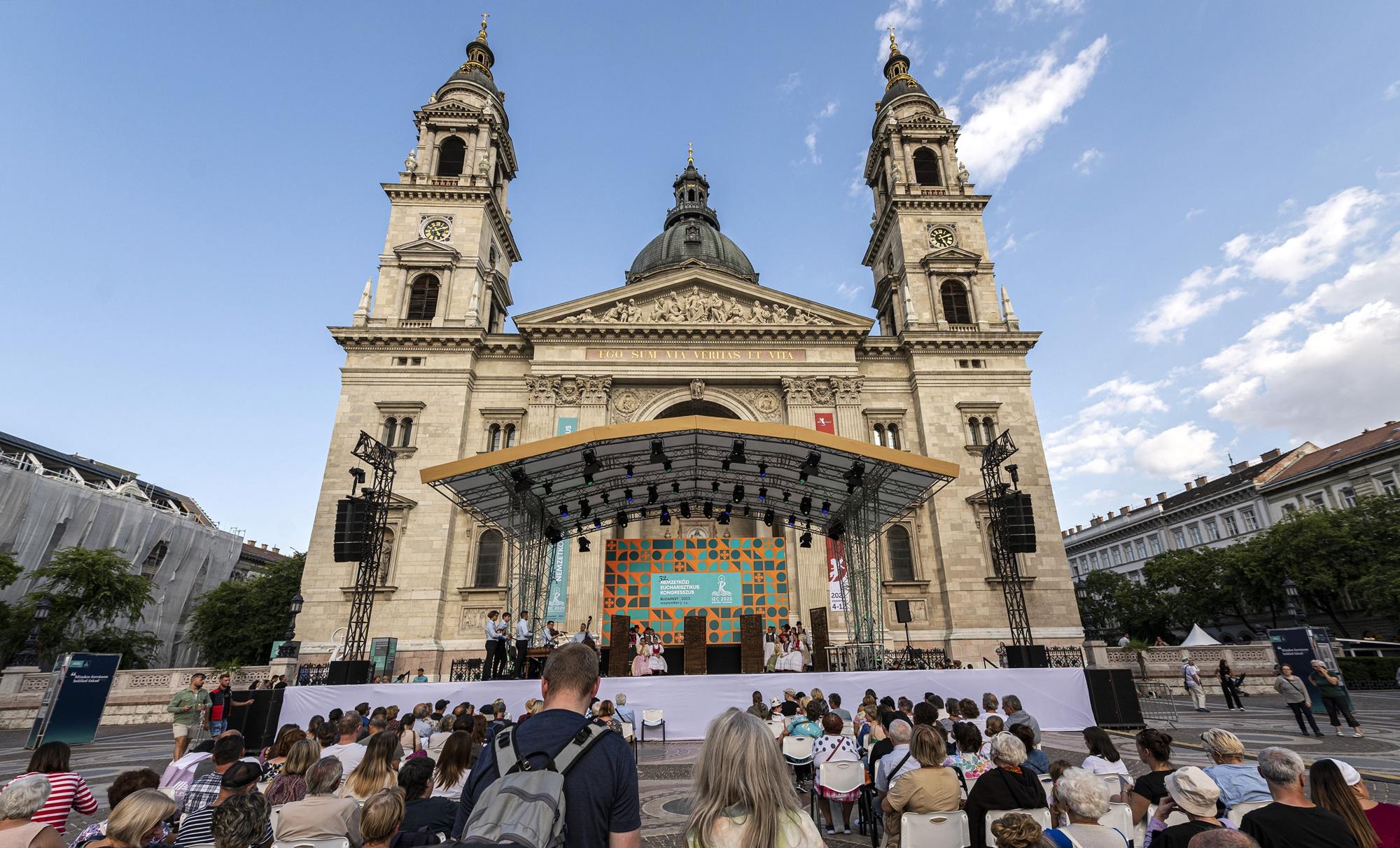 Négy estén át mozizhat a közönség a Bazilika előtt – jön a Budapesti Klasszikus Film Maraton