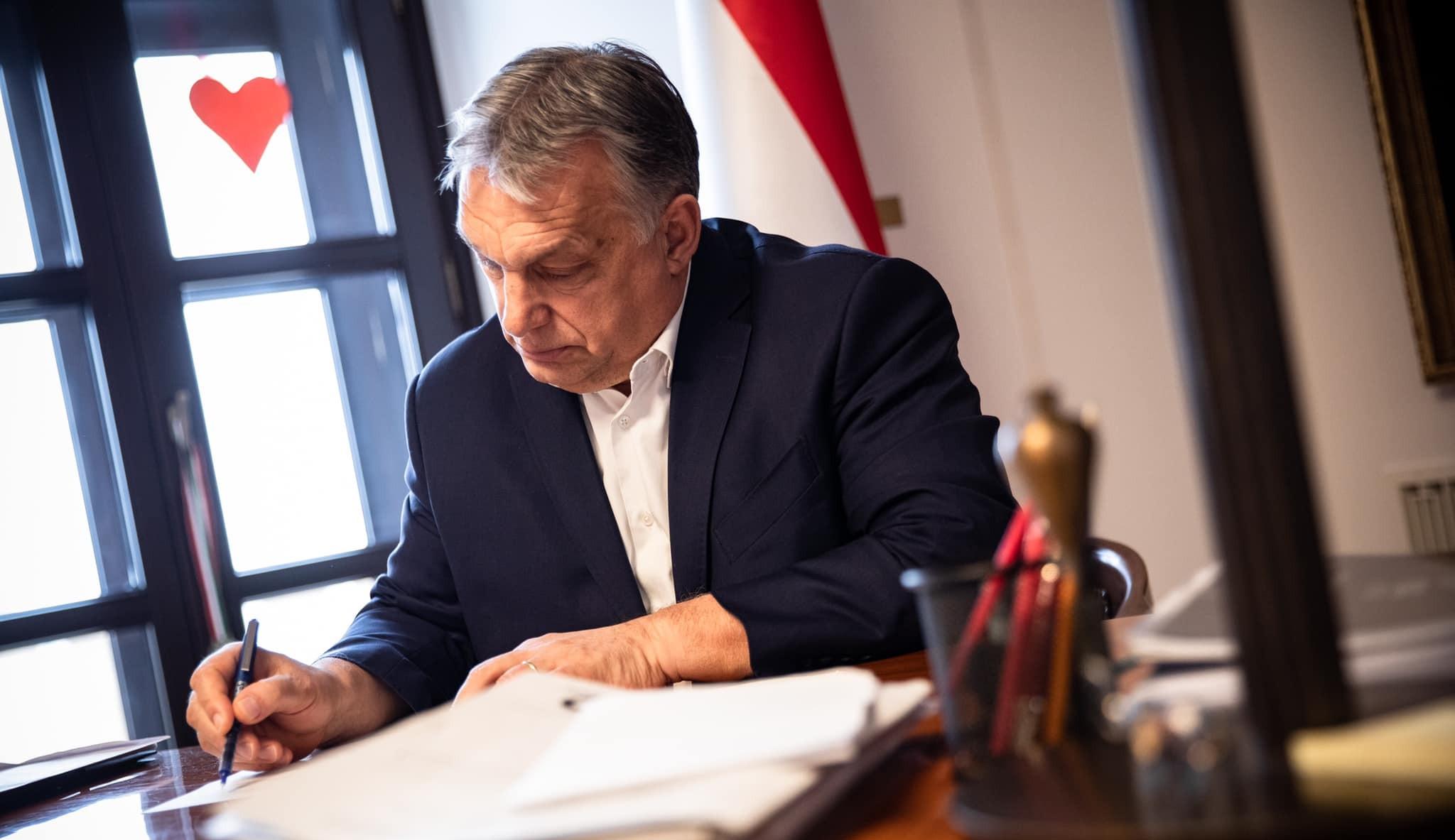 """Orbán Viktor szerint """"nyilvánvaló hazugság"""", hogy a kormány elüldözte a CEU-t Magyarországról"""
